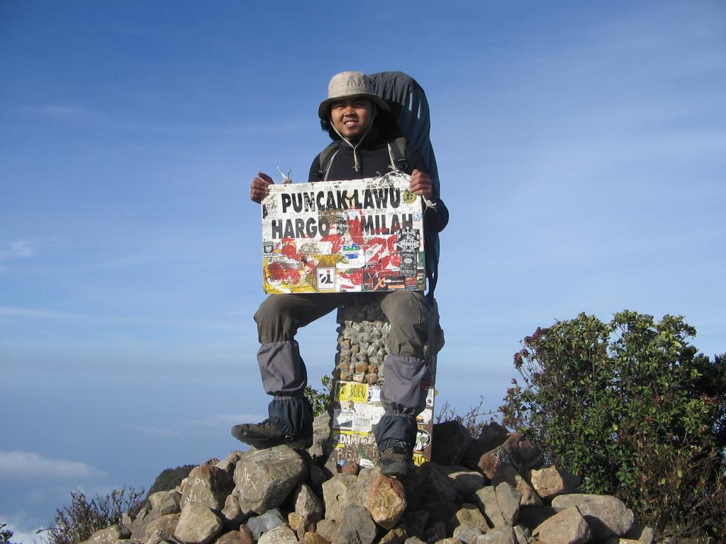 Mendaki Gunung Untuk Menghargai Hidup Perjalanan Cinta