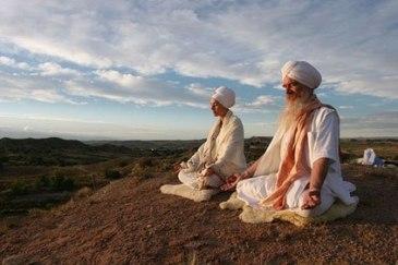 orang-meditasi